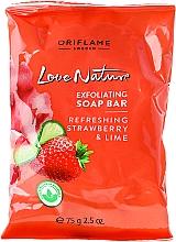 Jabón exfoliante refrescante con extracto de fresa lima - Oriflame Love Nature Soap — imagen N1
