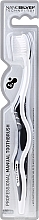 Perfumería y cosmética Cepillo dental de dureza media con iones de plata, efecto antibacteriano, blanco-gris - WhiteWash Laboratories Whitening Toothbrush Nanosilver Technology