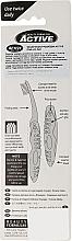 Cepillos dentales formato viaje, 2uds, azul y naranja - Beauty Formulas Voyager Active Folding Dustproof Travel Toothbrush Medium — imagen N2